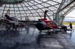 Fotos von fotos von Flugzeugen im Hangar