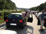 Fotos von fotos von Autos im Stau stehend