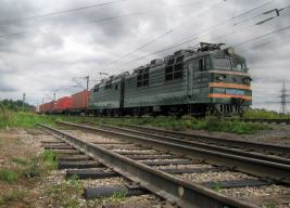 VL80t-784 fährt durch die Region Sharya Kostromsoya