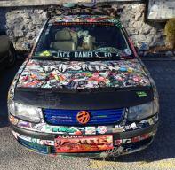 Passat voller Sticker, so gesehen in Tirol
