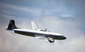 Die majestatische DC-6B der Flying Bulls bei Airpower 2013